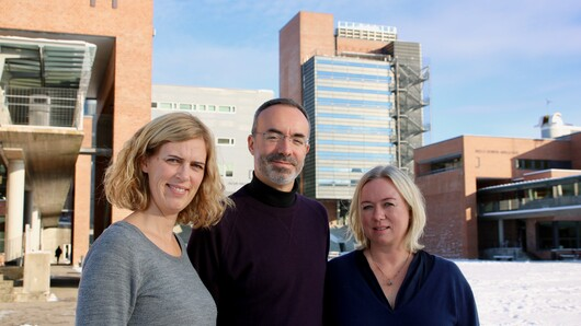 """The researchers are the driving force behind this programme, and that is an important factor in its success"", says Anne Elizabeth Stie (left), head of the Department of Political Science and Management, here with professor Romulo Miguel Pinheiro and administrator Jannik Stølen Timenes."