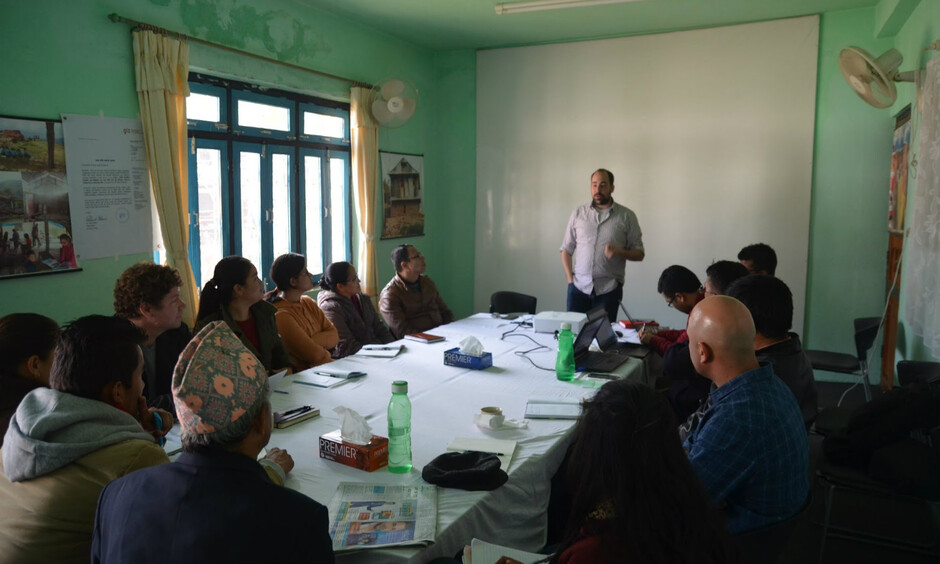 Kenny Meesters exchanging knowledge with one of the focus groups in Nepal. (Photo: UIA)