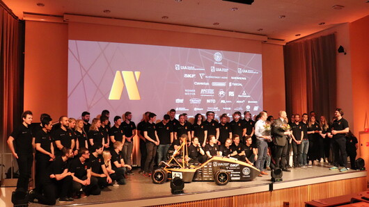 Picture of this year's racing car team launched the new race car at Campus Grimstad Thursday 25 April. The car is named Solan.