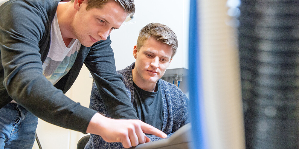 Two students working together in the research laboratory, Norwegian Motion Lab, on Campus Grimstad